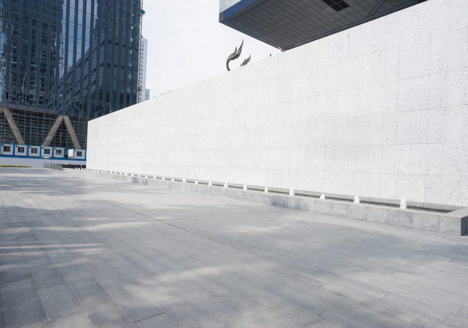 Empty,Floor,Front,Of,Modern,Building